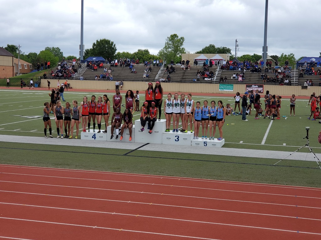 Girls 4x100 places 5th